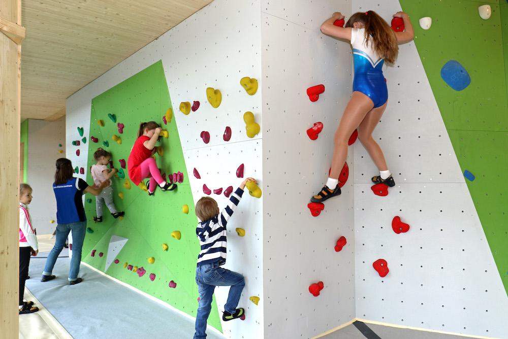 Boulder-Klettern bei Blau-Weiss begeistert die Jugend