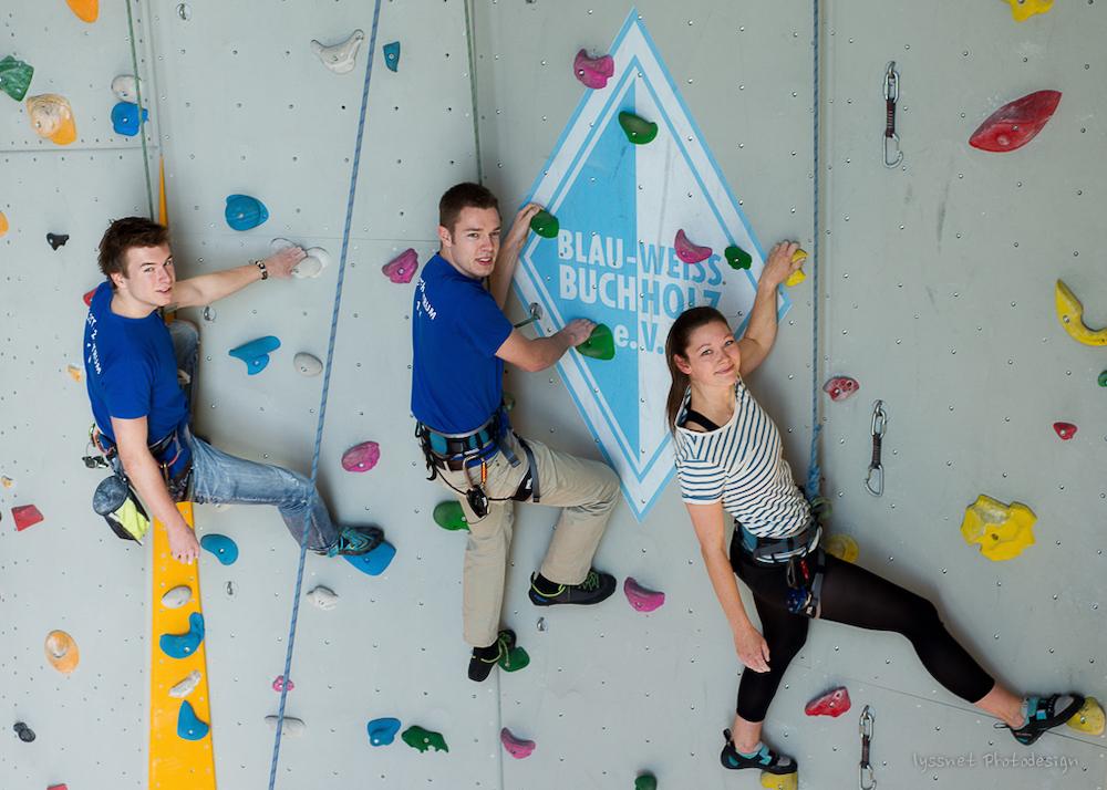 Die qualifizierten Blau-Weiss Kletter-Trainer zeigen wie es geht