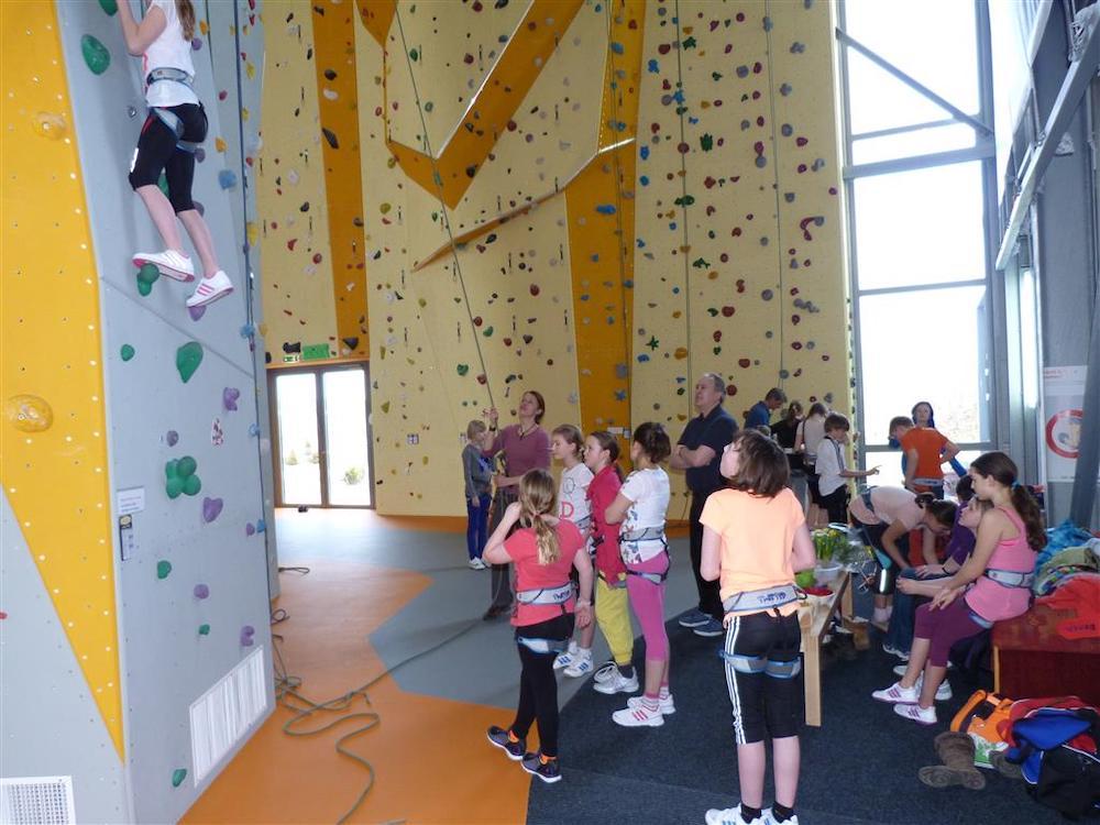 Jugend erobert Blau-Weiss Kletterhalle