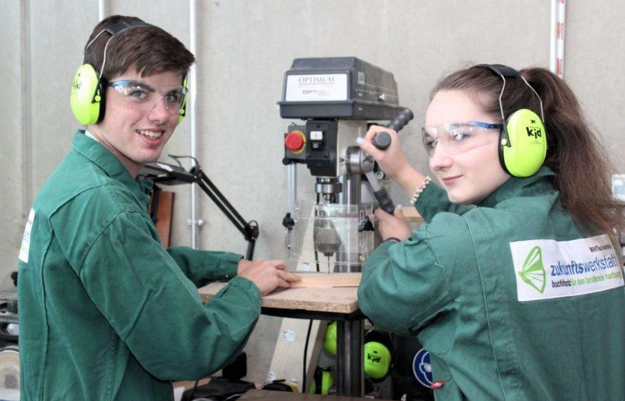 zukunftswerkstatt - Jugendliche mit Maschine